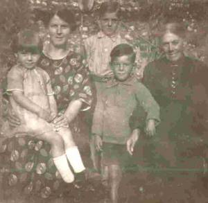 Priscilla Holman daughter of Selina Cooke with her mother and children
