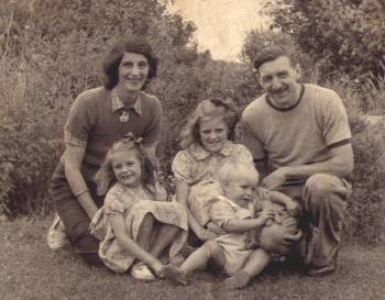 Norah and Charlie with their young family, Janice, Pamela and Keith